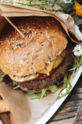 """""""Bee Bee"""" Burger albo Bina Żymła, czyli słodkie obżarstwo  z pożytkiem dla natury w żorskim Zymfcie"""